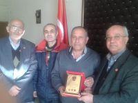 E.Kd.Bçvş. Mehmet ARI'ya AHDE VEFA plaketinin verilişi